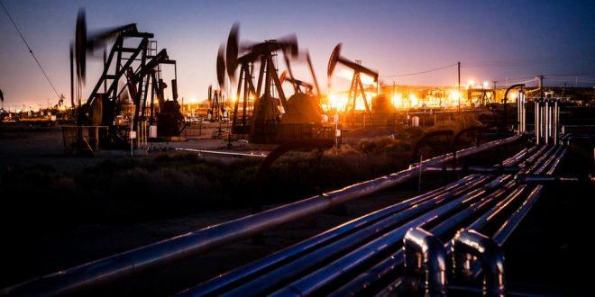 ارتفاع أسعار النفط مدفوعة بانخفاض المخزونات الأمريكية من خام النفط والبنزين